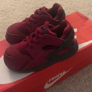 Maroon Kids Nike Huarache - like new